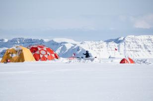 Luke Trusel configures equipment to measure sub-surface temperatures in the West Greenland ice cap.  Image: Sarah Das ©Woods Hol